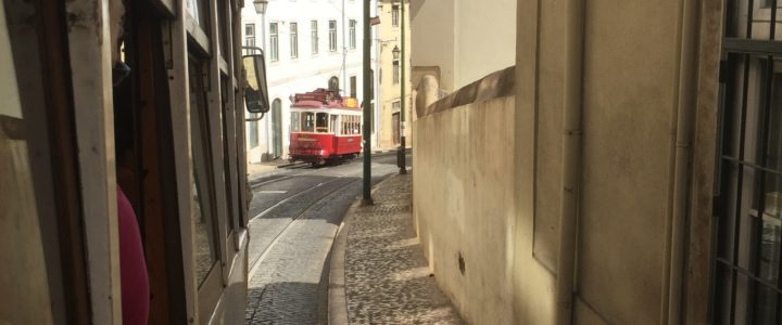 Nostalgische tram lijn 28 in Lissabon
